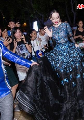 Angela Phương Trinh mặc lộng lẫy dự sự kiện ở Cần Thơ
