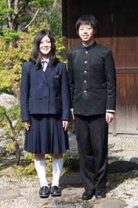 天理高等学校の女子の制服2