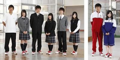 白樺学園高等学校の女子の制服3