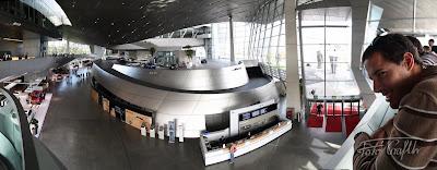 A BMW-Welt különleges épülete belülről