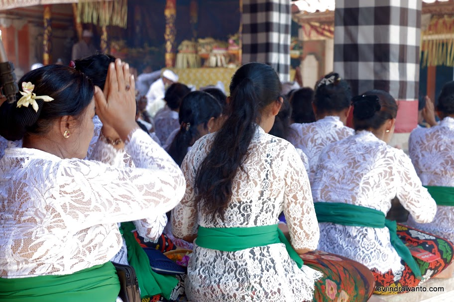 Takzim menerima lantunan doa
