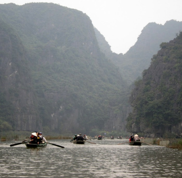 Tam Coc river outing