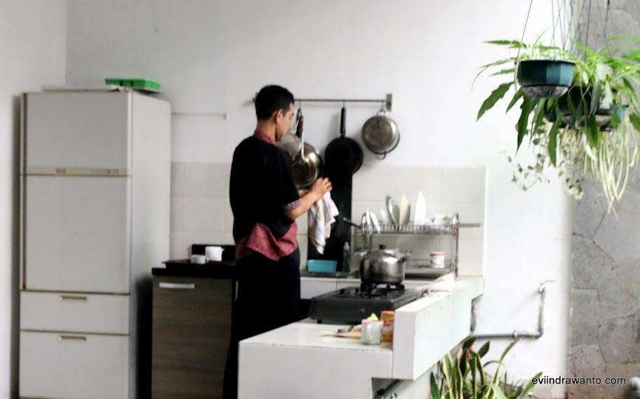 Dapur Sweet Karina Hotel yang bisa digunakan tamu