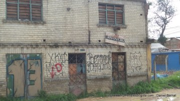 Casa abandonada sobre la Av ALO