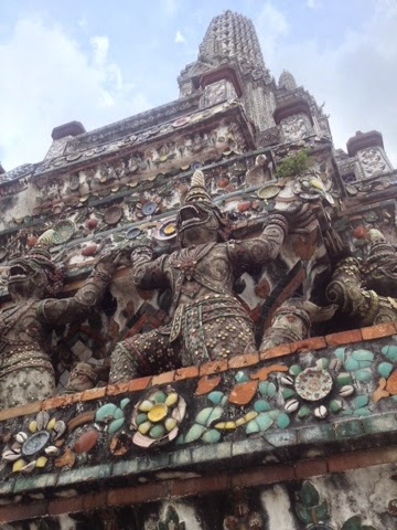 The monkey statues at Wat Arun, the Temple of Dawn