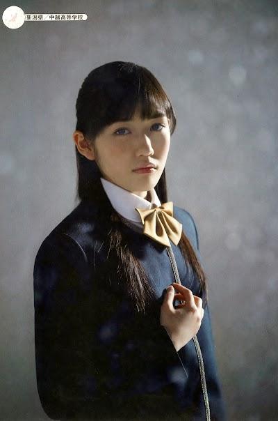 中越高等学校の女子の制服4