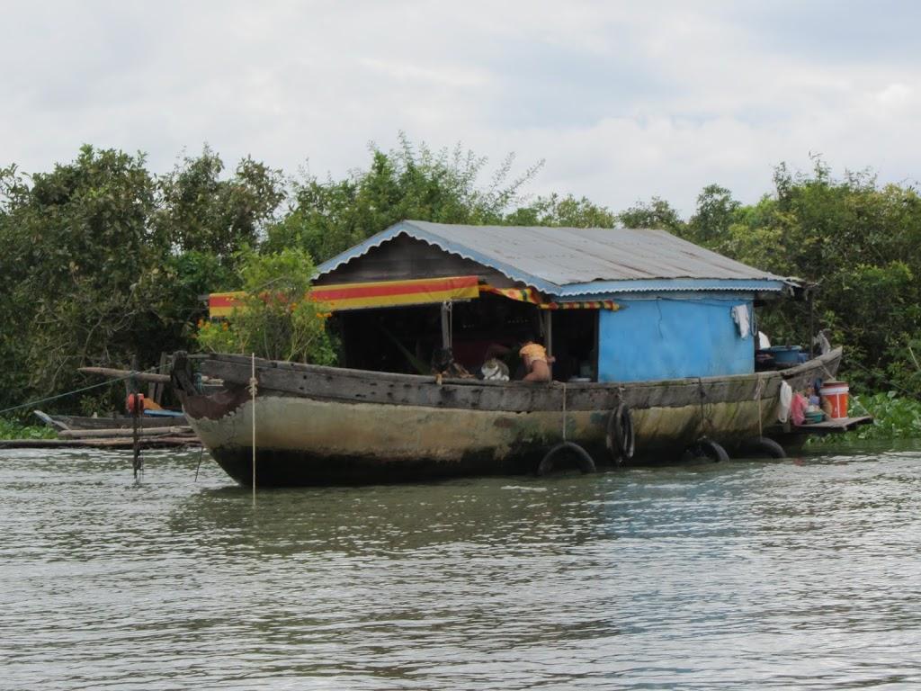 0023Tonle_Sap_Lake_Floating_Village