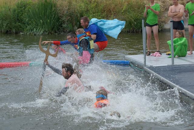 superhelden springen voor proper water