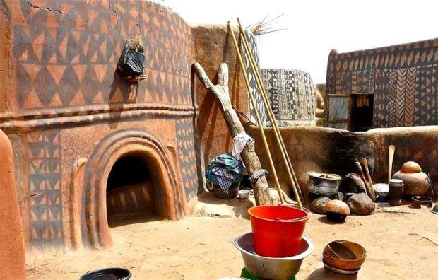 As casas de barro decoradas de Tiebele