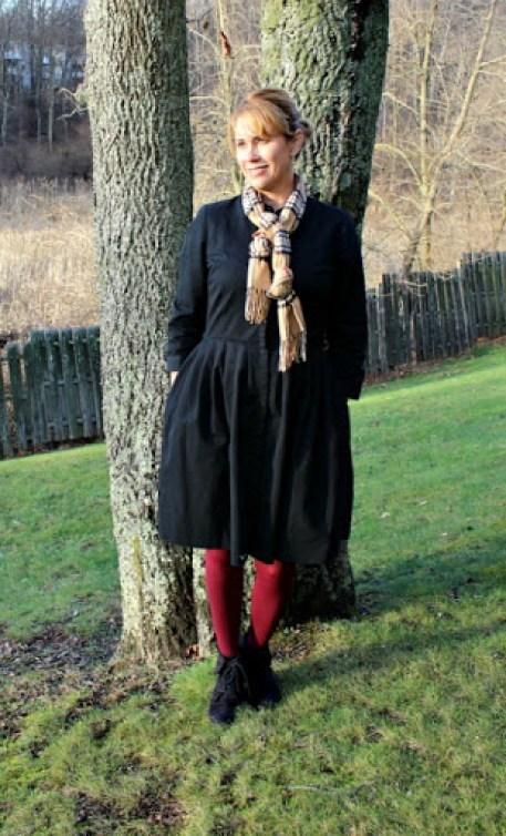 Black-dress-magenta-tights-1