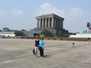 0240Dani_and_Leng_at_Ho_Chi_Minhs_Mausoleum