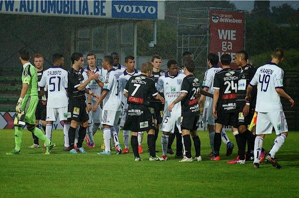 Einde wedstrijd tussen SV Roeselare tegen RSC Anderlecht, 28 juni 2013, Schiervelde