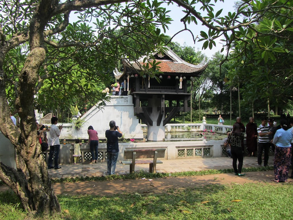 0440The_One_Pillar_Pagoda