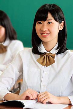 中越高等学校の女子の制服3