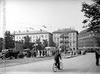 Café Promenade, links alte Meßhalle, rechts Geschäftshaus M. Kaufmann, Tuche, vom Fleischerplatz aus; um 1929, Fotograf: Hermann Walter (Atelier)