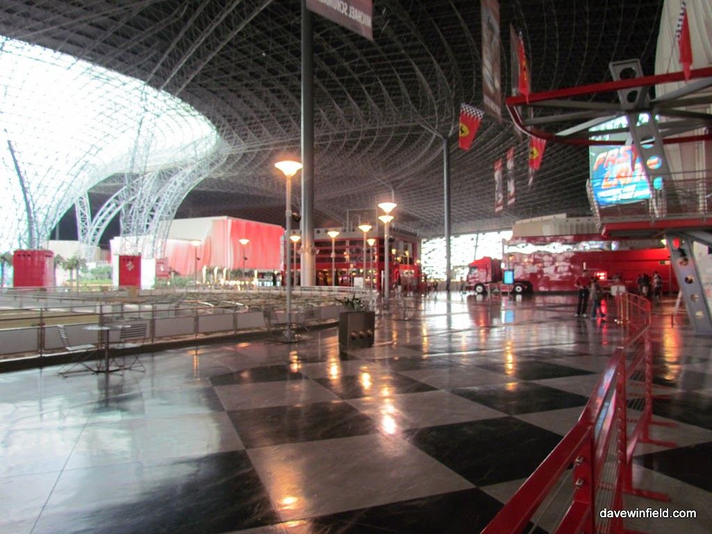 0490Ferrari World