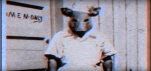 Topeng binatang juga digunakan dalam ritual setan dan dalam pemrograman MK.