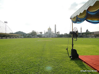 Brunei_Bandar Seri Begawan_The 60 formation is ready with the mosque as the background_Sarimah