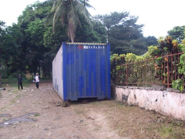 Container Arrival & Offloading in Buea - 100_9161.JPG