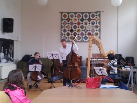 Try out van contra bas, harp en cello in Deil