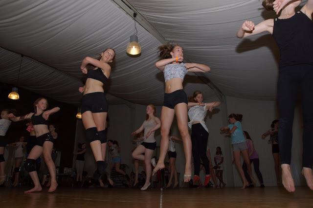 workshop dansen met Morgane: Silja en Jelina