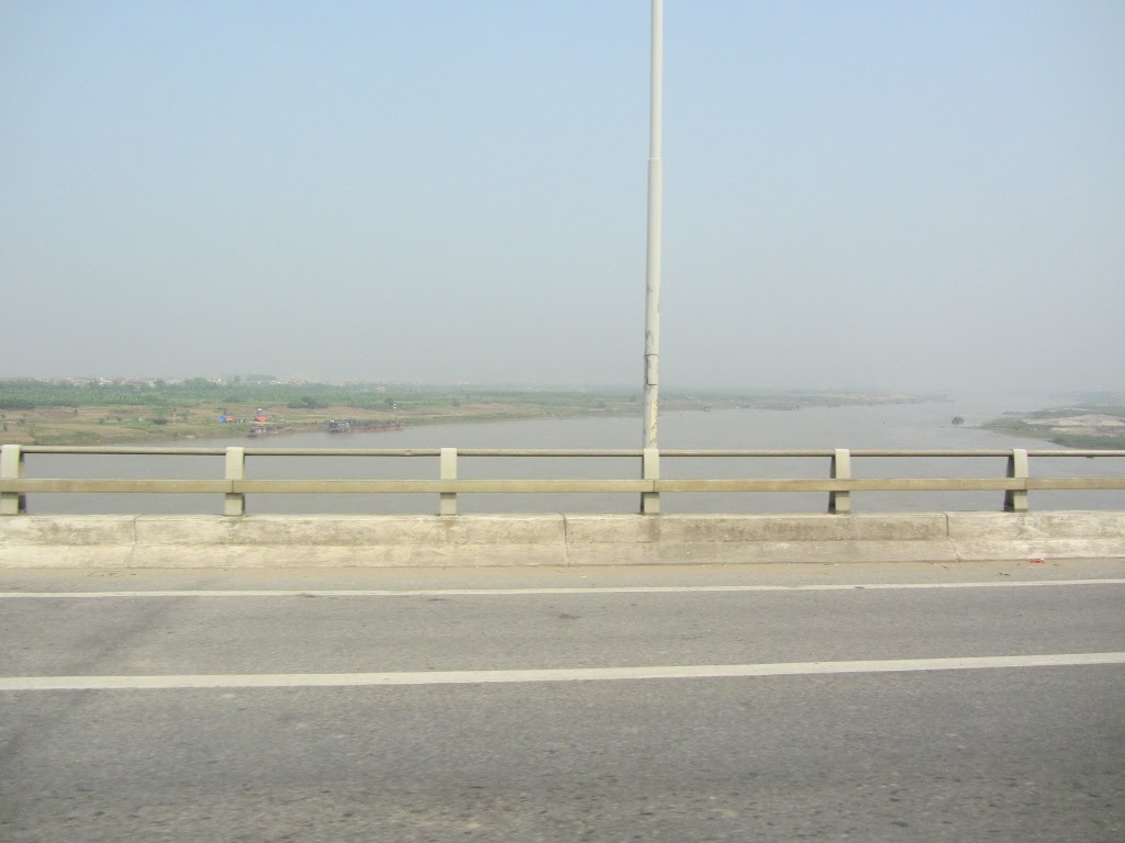 0016Road_to_Halong_Bay
