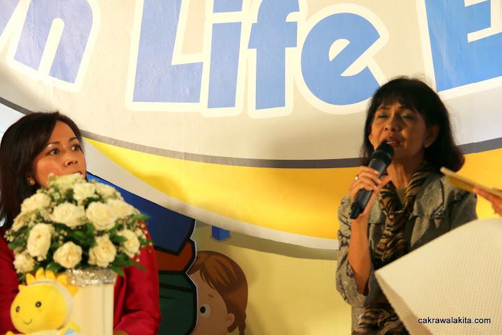 Evelyn Simanjuntak dan Tika Bisono