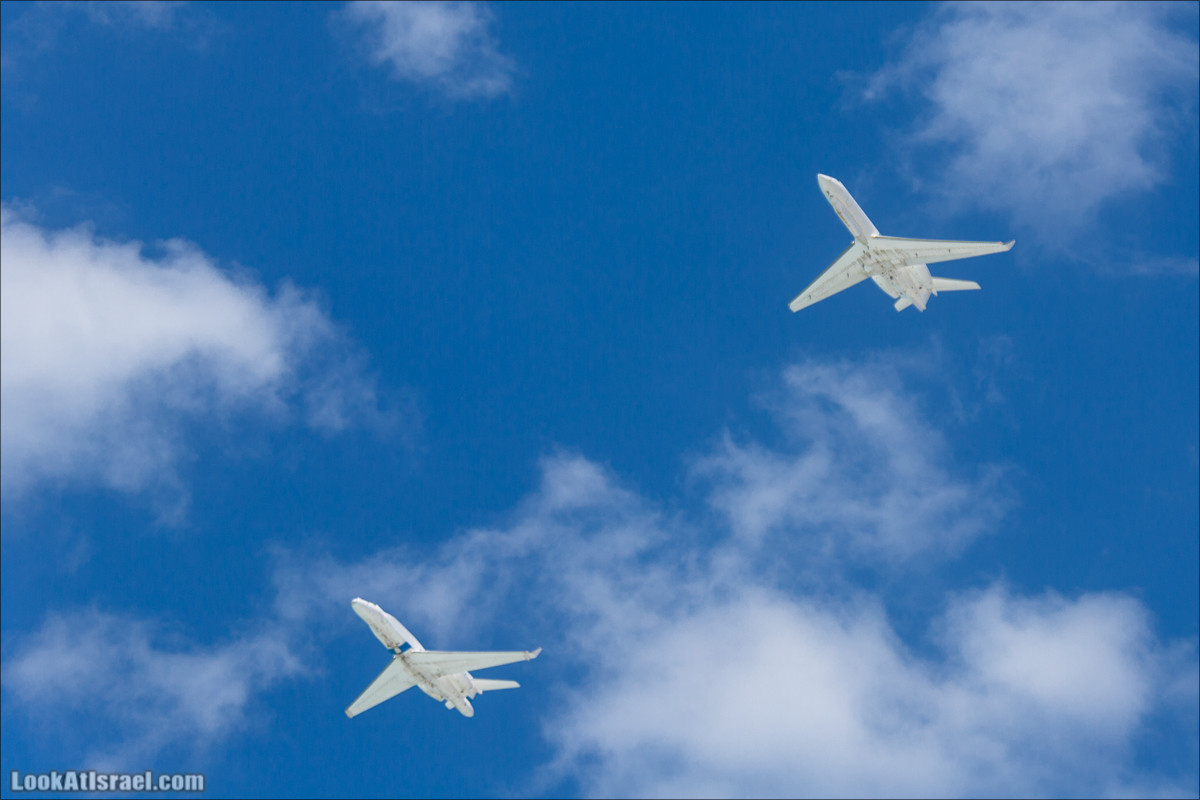 День независимости  - Авиационный парад над Тель Авивом   Israel Independence dayIsrael - Air Force over Tel Aviv   LookAtIsrael.com - Фото путешествия по Израилю