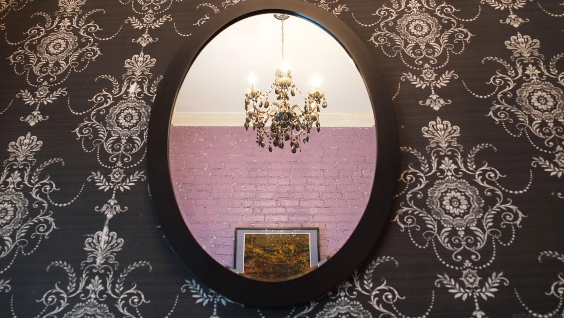 La Maison d'Art Victorian Room