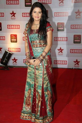 Pooja Gaur Height