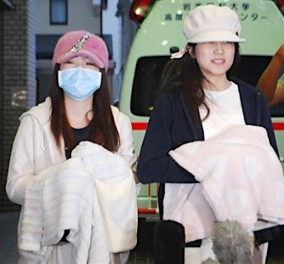 病院から退院する川栄李奈ちゃんと入山杏奈ちゃん