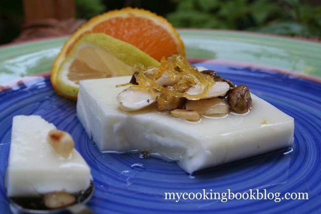 Ливански млечен пудинг (Ашатли) с крема сирене, захарен сироп и ядки
