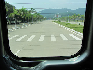 0038Road_to_Halong_Bay
