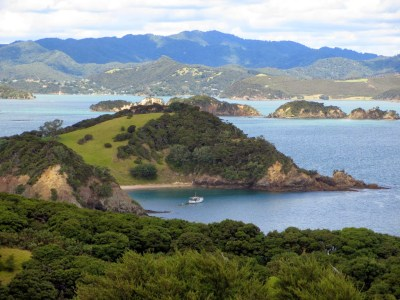 Bay of Islands: Waewaetorea Island and Bay (New Zealand ...