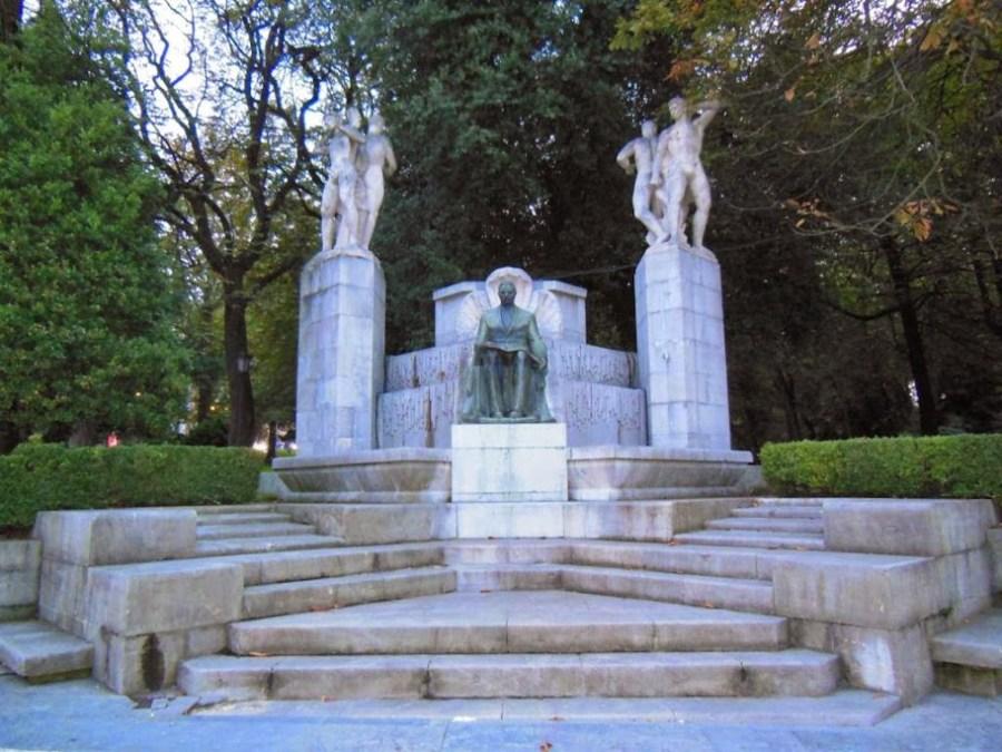 Monumento a Carlos Tartiere