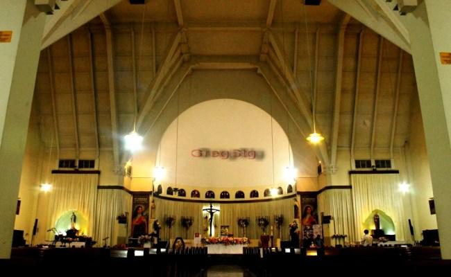Natal Gereja Katolik Santa Theresia Balikpapan Bertemakan Tionghoa Jemaat Khidmat Beribadah Dubai Khalifa