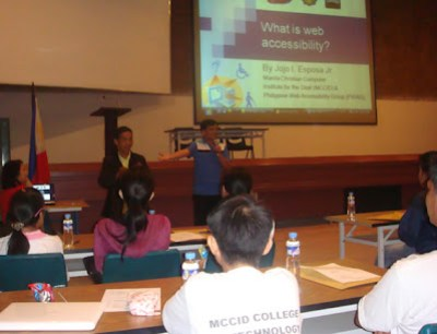 Sir Jojo gives his lecture on web accessibility.