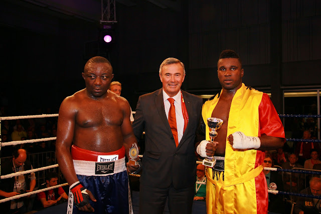 Yves Ngabu wint kamp van Antoine Boya met TKO