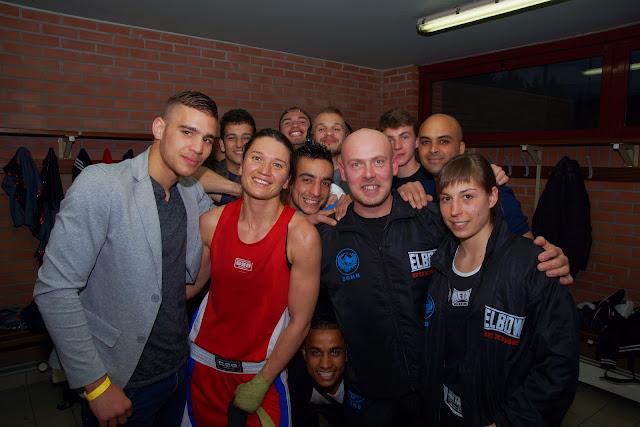 Oshin Derieuw en haar boksvrienden in Hénin-Beaumont