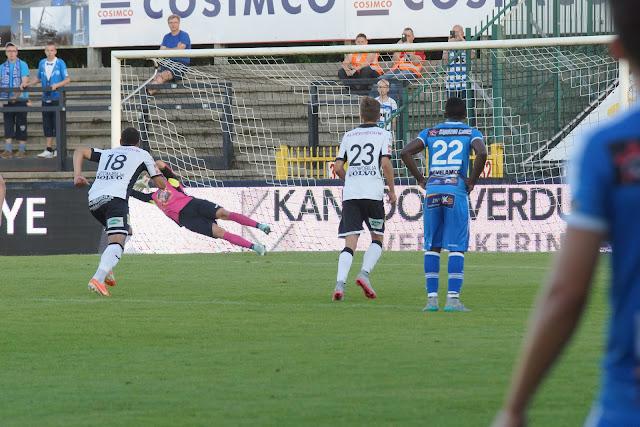 Malherbe redt penalyt van Neto
