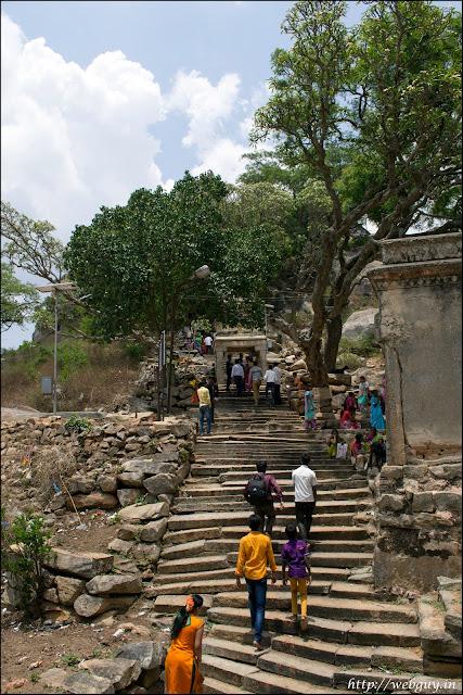 melukote temple pilgrims