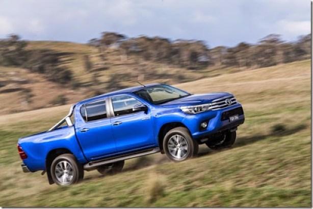 2016-Toyota-Hilux-23