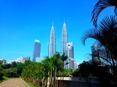 Took a long walk from the Japanese embassy to head to KLCC after submitting my visa application. First time I've had the chance to photograph the Twin Towers from this angle