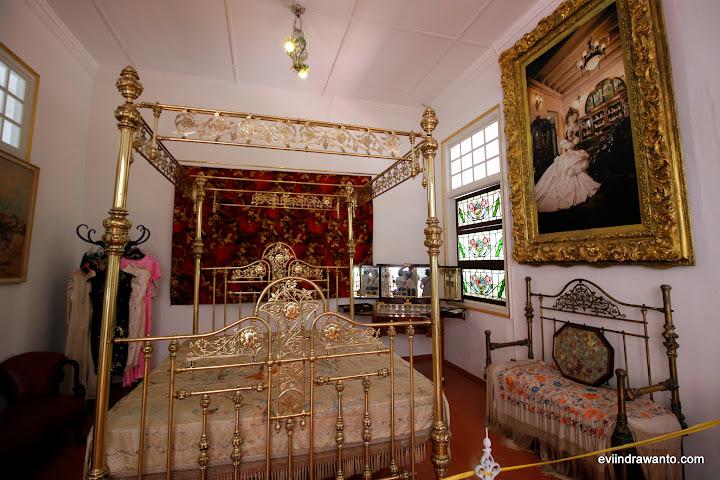 Tempat tidur pengantin Jasmine Tan