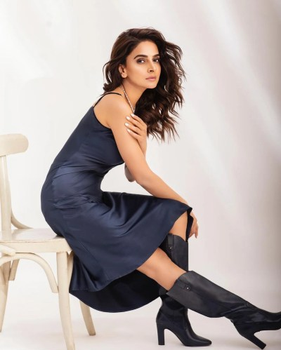 Actress Saba Qamar New Photohoot invites Criticism