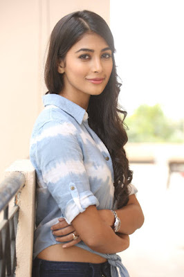Pooja Hegde Latest Sexy Photos in Jeans 5 - Most sexiest Photos of Pooja Hedge-Bikini Show Hot Navel & Boob cleavage exposing Images of Mohenjo-daro actress Will raise your Temperature