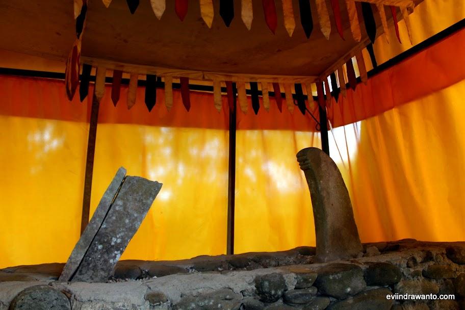 Makam di dalam kelambu