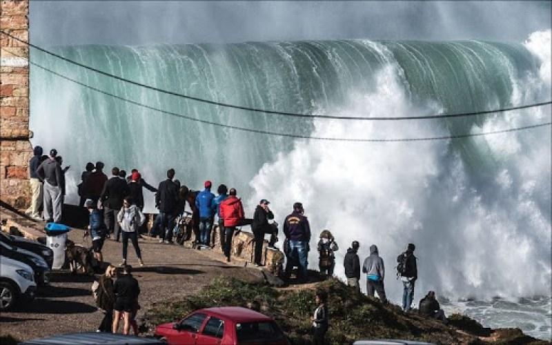 nazare-big-waves-12