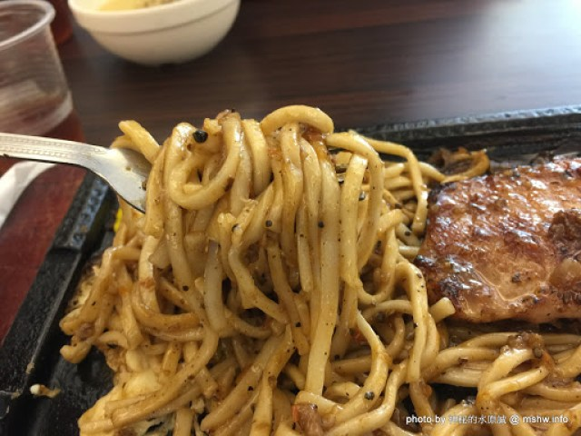 【食記】台中成功牛排@西區教育大學&模範市場 : 鐵板麵不錯吃~午餐CP值還可以! 區域 午餐 台中市 台式 小吃 晚餐 牛排 西區 豬排 鐵板料理 飲食/食記/吃吃喝喝