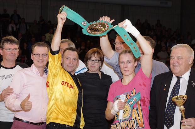 Delfine Persoon verlengde haar WBC titel boksen